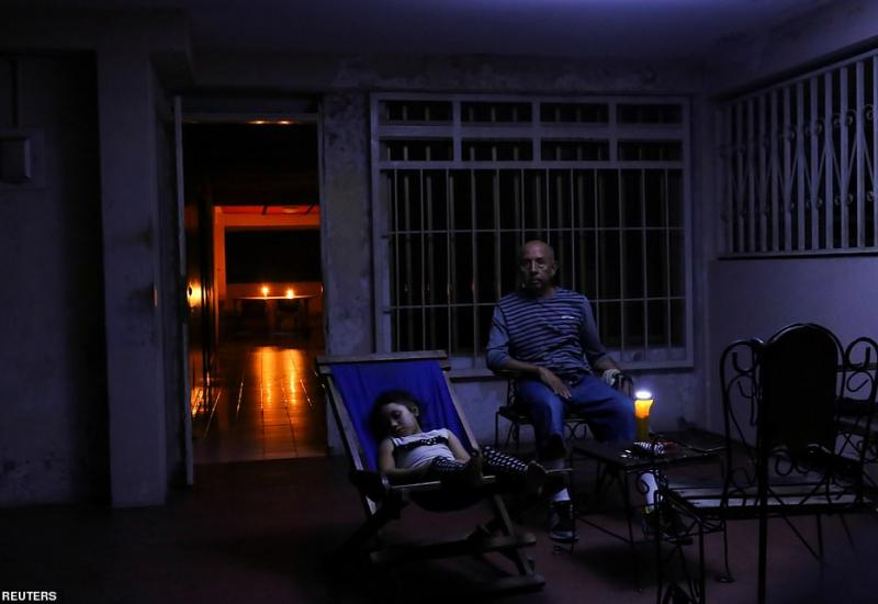 Family in the blackout in Venezuela source: Reuters